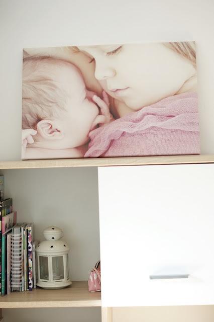 Fotoobraz na ścianie salonu saaldigital