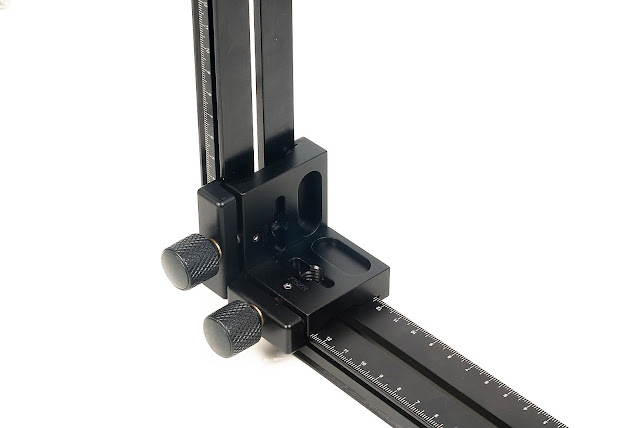Hejnar PHOTO F52 on vertical rail support