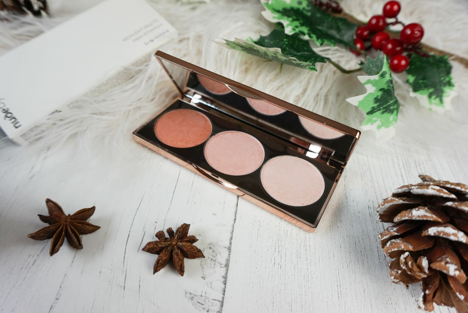Christmas | Beauty Stocking Fillers Under £25 Nude By Nature Highlighter palette