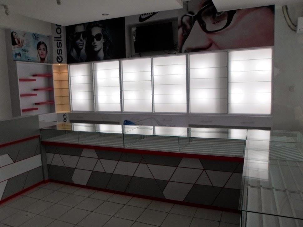 Etalase nempel dinding untuk Kacamata - Semarang
