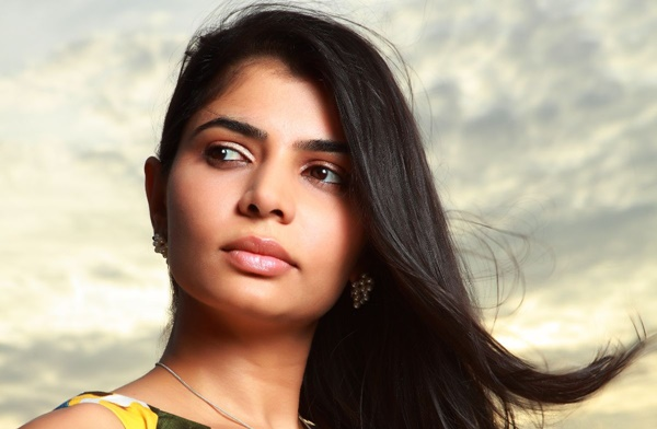 Chinmayi Advises People to stay out of Sarahah App