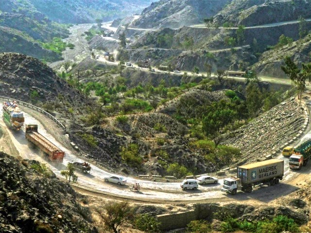 10 Amazing Border between Countries | The border between Afghanistan and Pakistan, at Torkham Gate