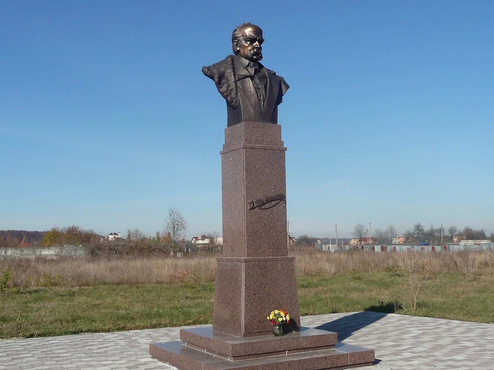 Добровляны. Памятник Шевченко