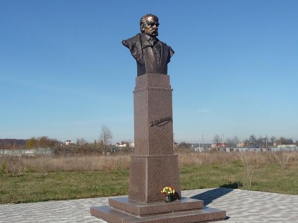 Добрівляни. Пам'ятник Шевченку