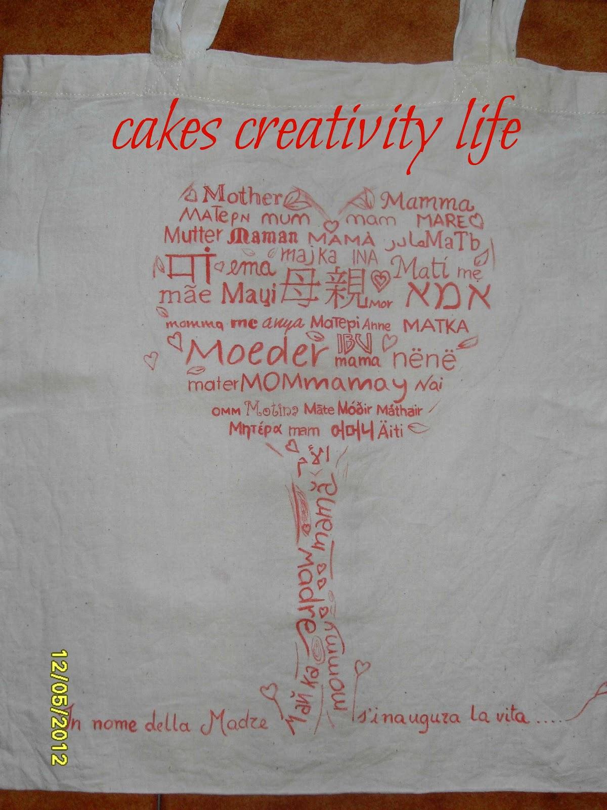 c873bb280f è un piccolo dono che ho fatto per la mia mamma da usare tutti i giorni...  una borsa della spesa con una scritta speciale,un albero della vita pieno  della ...
