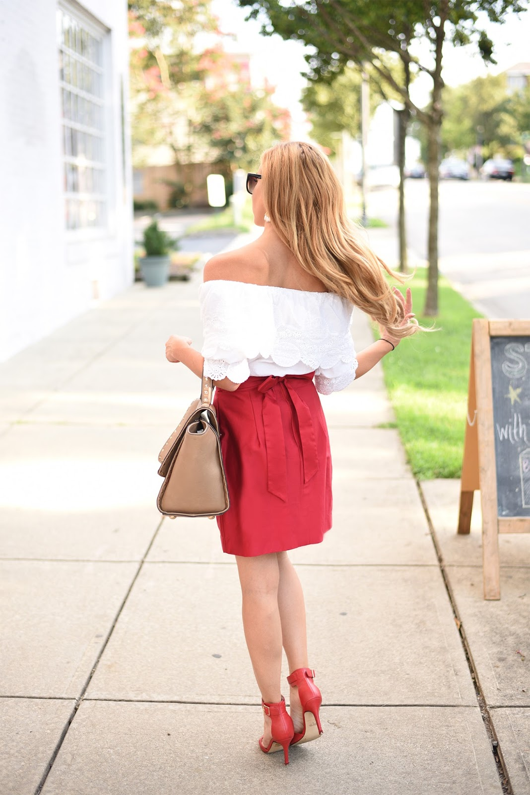 Fashion-blogger-street-style-off-the-shoulder-top-back-shot