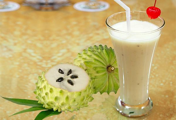 8 Amazing Reasons to Eat Soursop