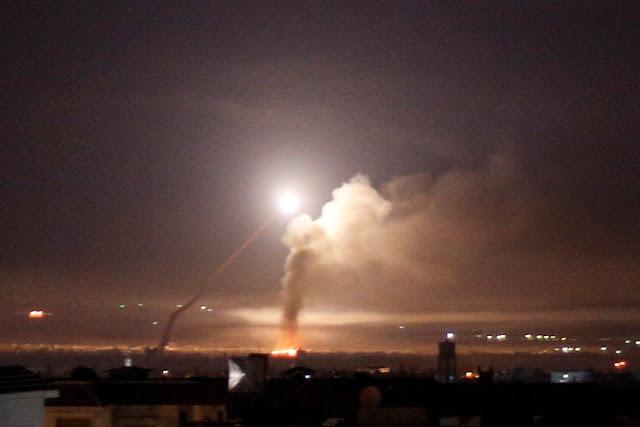 O Exército de Israel lançou na madrugada desta quinta-feira (10) cerca de 70 mísseis contra as alvos iranianos na Síria em resposta aos disparos do Irã nas Colinas de Golã.