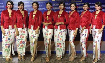 Foto Baju Kebaya Merah Putih Motif Bunga 17 Agustus Hari Kemerdekaan