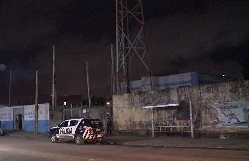 Bandidos tentam incendiar torre de telefonia em Fortaleza, mas ação é frustrada pela polícia
