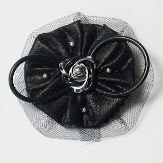Broche tul y metal en negro