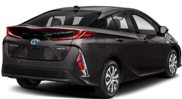 toyota-prius-prime-taillight-badge-rear-fascia