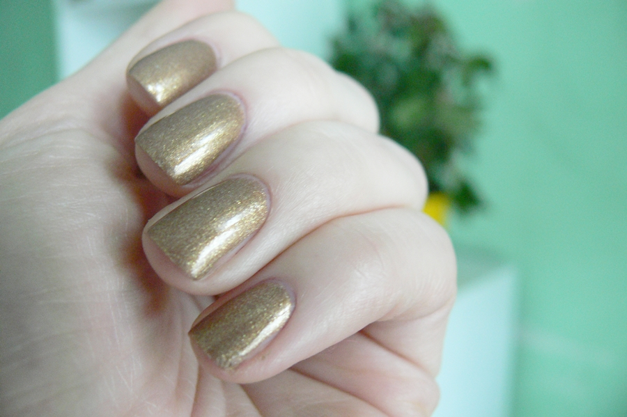 Avon Gel Finish Glimmer na paznokciach