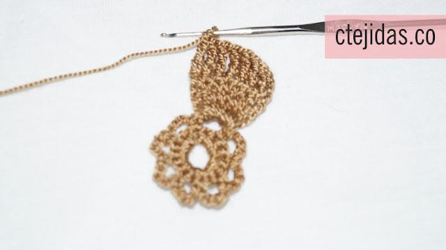 Flor en Espiral con Relieve a Crochet