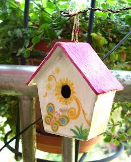 Vogelhäuschen 4 - verziert mit Serviettenmotiven und Tombows