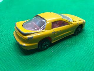 ポンティアック ファイヤーバード のおんぼろミニカーを斜め後ろから撮影