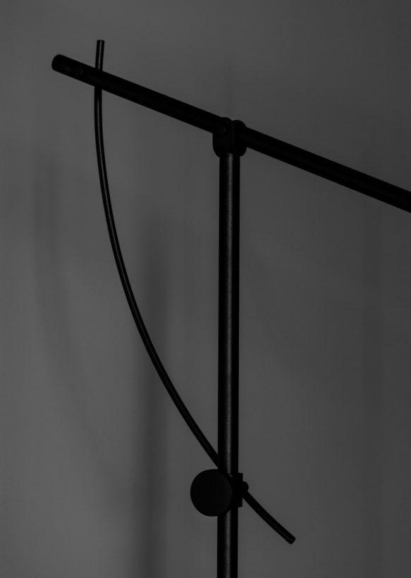 prosta podłogowa lampa