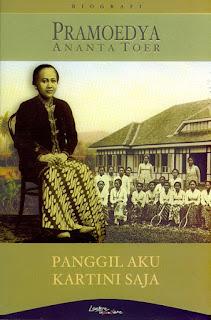 Kebaya marak  dikenakan oleh perempuan yang merupakan pakaian adat Jawa dan identik dengan penampilan Kartini, Sehingga, peringatan hari Kartini seolah-olah menjadi festival pakaian adat.