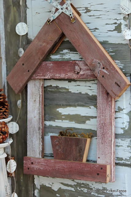12 days of Christmas Nativity http://bec4-beyondthepicketfence.blogspot.com/2013/11/12-days-of-christmas-day-8-rustic.html