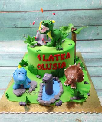 tort z dinozaurami