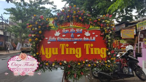 bunga papan kayoon surabaya, bunga papan digital printing surabaya, bunga papan murah surabaya