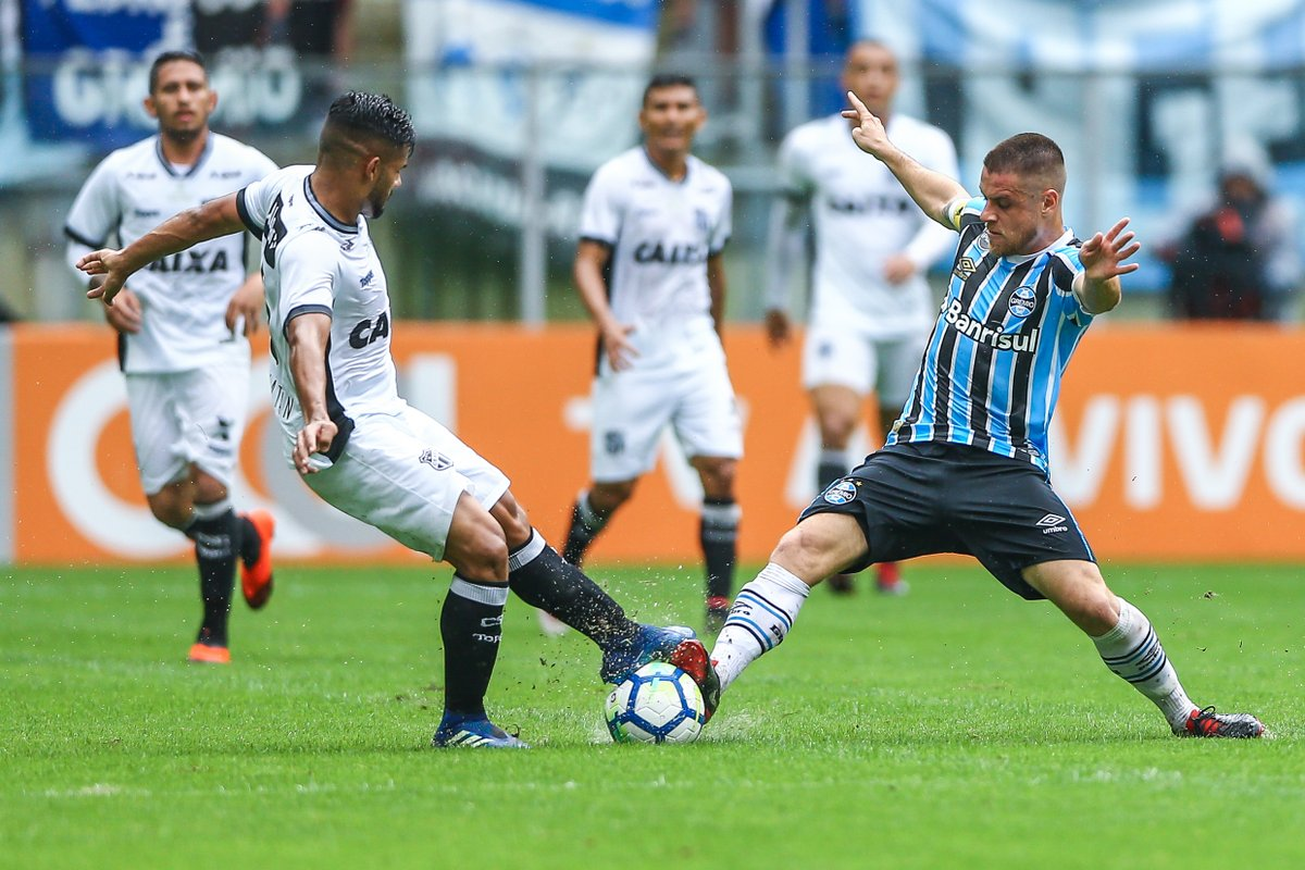 6f60b48ac68e3 Ceará perde para Grêmio de virada no Brasileirão  3 a 2