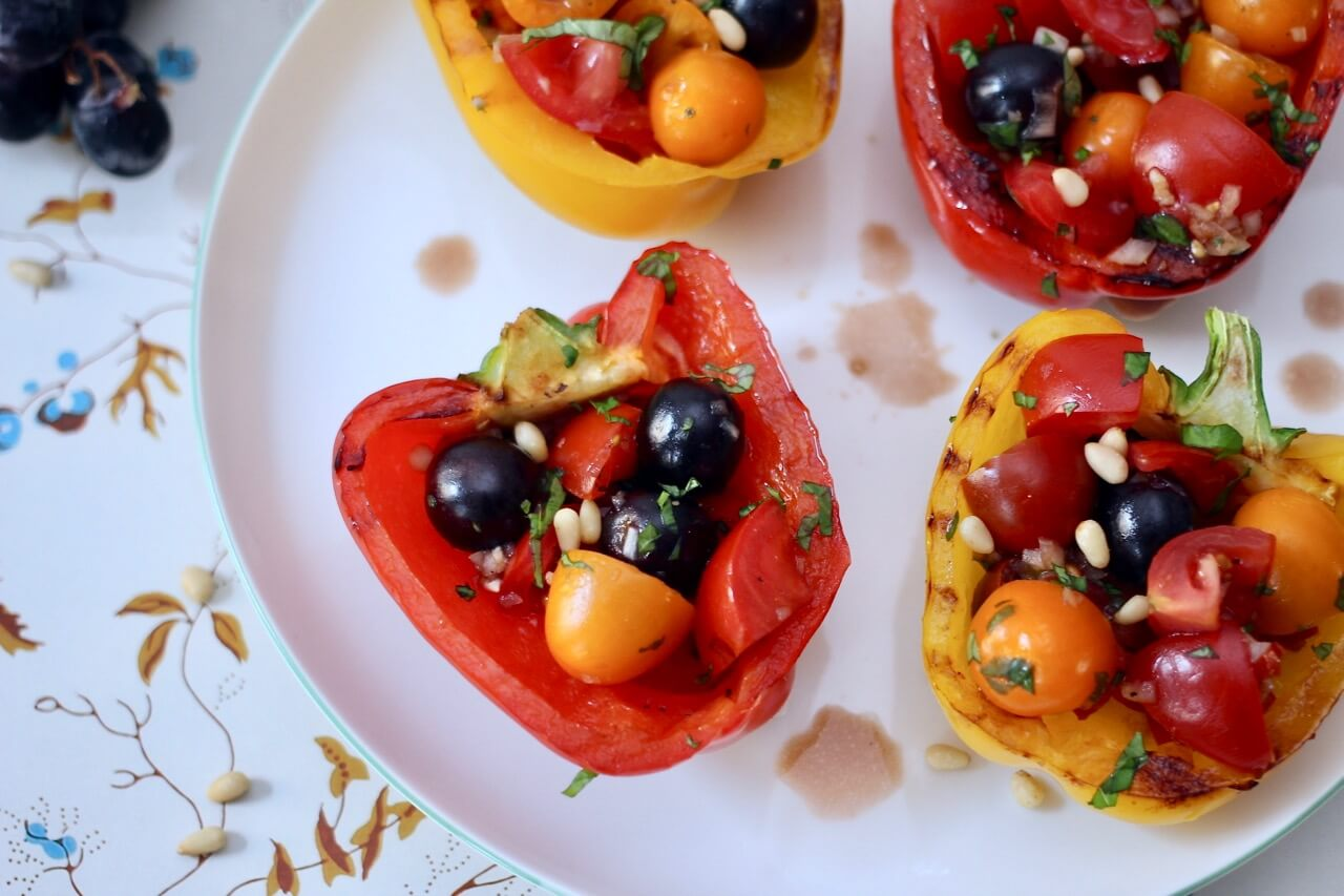 Gegrillte Paprika mit Tomatensalat