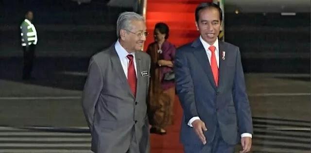 Jokowi Keliru, Bukan Indonesia Negara Pertama Yang Dikunjungi Mahathir
