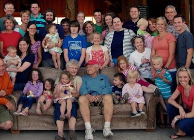 familia, características de la familia, familia multinuclear,familia nuclear