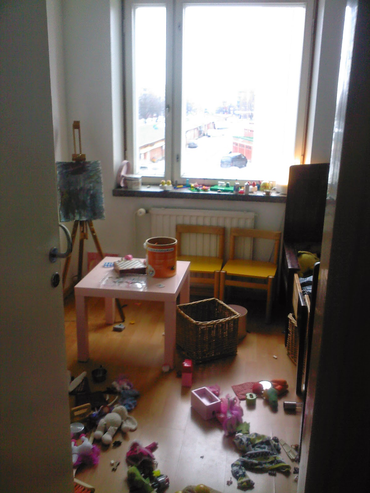 sotkuinen lastenhuone