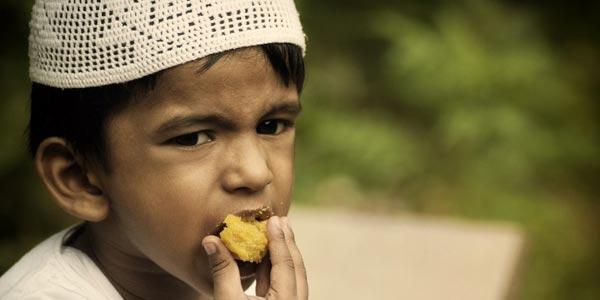Naudzubillah, Ini Akibat Memberi Makanan Haram Ke Anak Istri