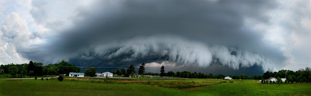 Shelf cloud, shot pano of a super cell thunderstorm. This storm produced a small tornada