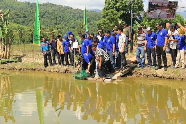 Wali Kota Ikut Tebar 9.000 Ekor Benih Ikan di 30 Titik se Palopo