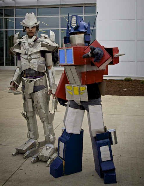 CardBoard Optimus Prime cosplay starscream