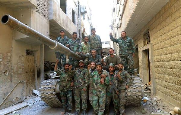 الجيش السوري يتقدم في الحجر الأسود ويحرر كتل أبنية