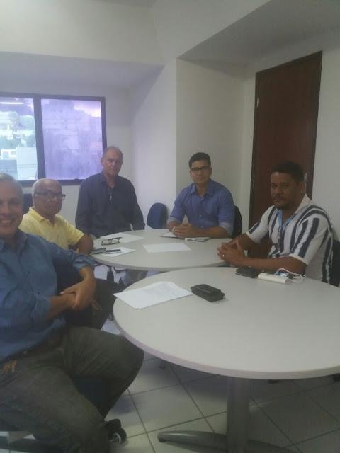 Reunião define estratégia de ação para ordenamento da orla do Rio Vermelho