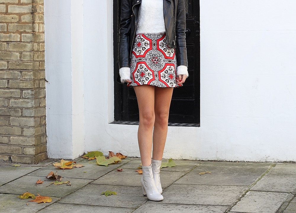 peexo fashion blogger wearing patent grey boots and christmas skirt