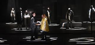 """""""Φαρενάιτ 451"""" του Ραίη Μπράντμπερυ, σε σκηνοθεσία Θωμά Μοσχόπουλου."""