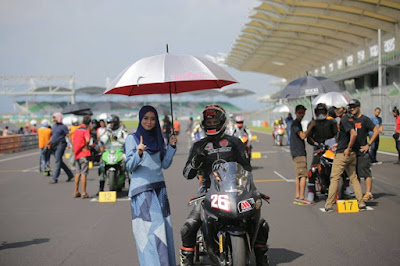 Umbrella Girl Syar'i Menghiasi Sepang Internasional Champhionship (SIC) Malaysia