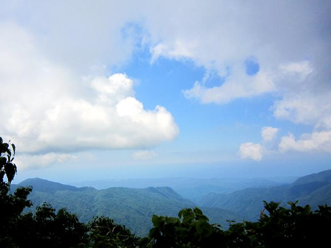 空と雲と山