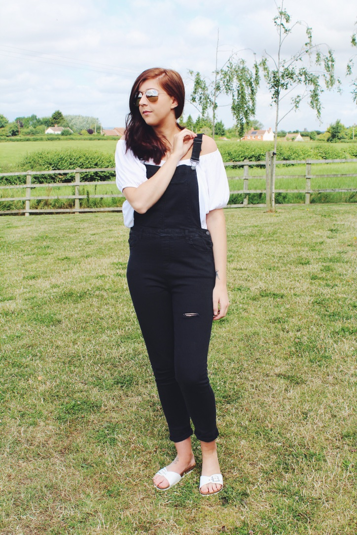 primark, primarkhaul, asseenonme, wiw, whatimwearing, lookoftheday, lotd, ootd, outfitoftheday, fbloggers, fblogger, fashionbloggers, fashionblogger, sliders, dungarees, coldshouldertop, mirroredsunglasses