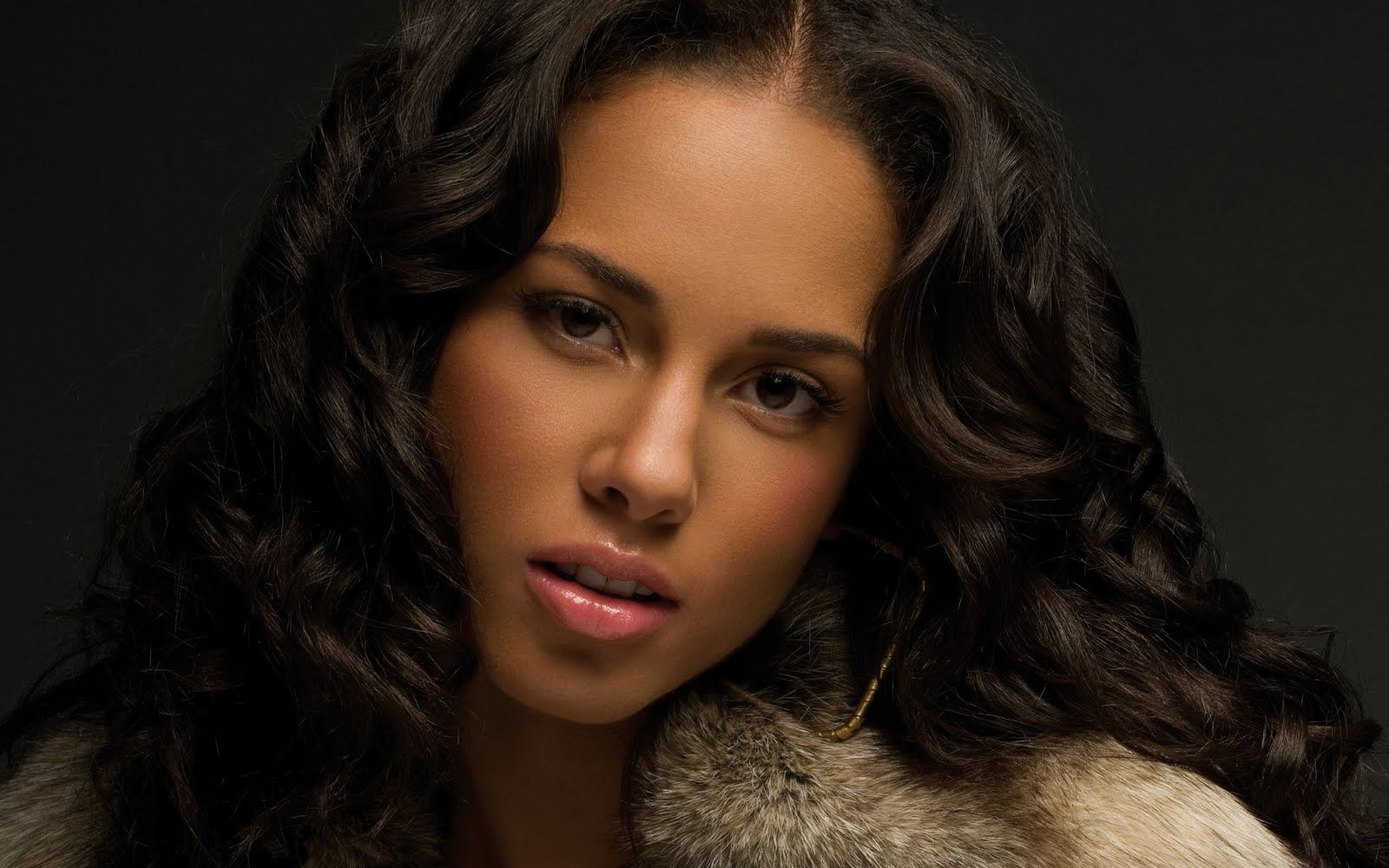 Alicia Keys: OUT OF MANY, ONE PEOPLE: Beauties With Origins Stemming