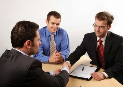 متى يستحق الموظف والعامل إجازته السنوية ؟