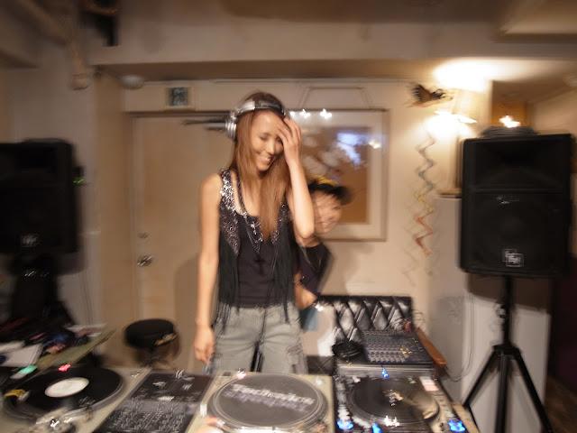 VIBESRECORDS DJ SCHOOLで開催したイベントで、人前DJデビューした生徒さんの写真です。