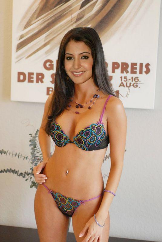 Anushka sharma sexy bikini