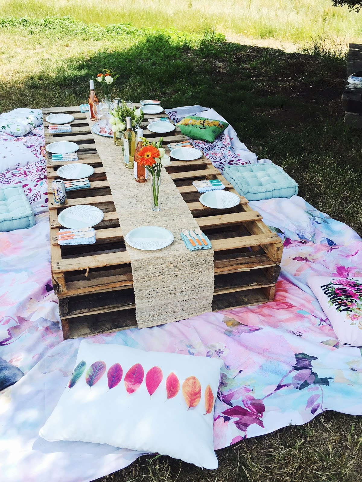 pinterest picnic idea, outdoor pillow picnic, society6 tapestries, palettes for picnic