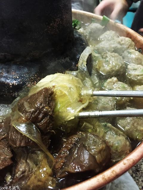 IMG 0597 - 【台中美食】清真 恩德元餃子館  冷冷的冬天就是要來一碗清淡的牛肉湯以及鮮嫩的牛肉@清真料理@牛肉丸子@鮮嫩牛肉 @全台唯一一間