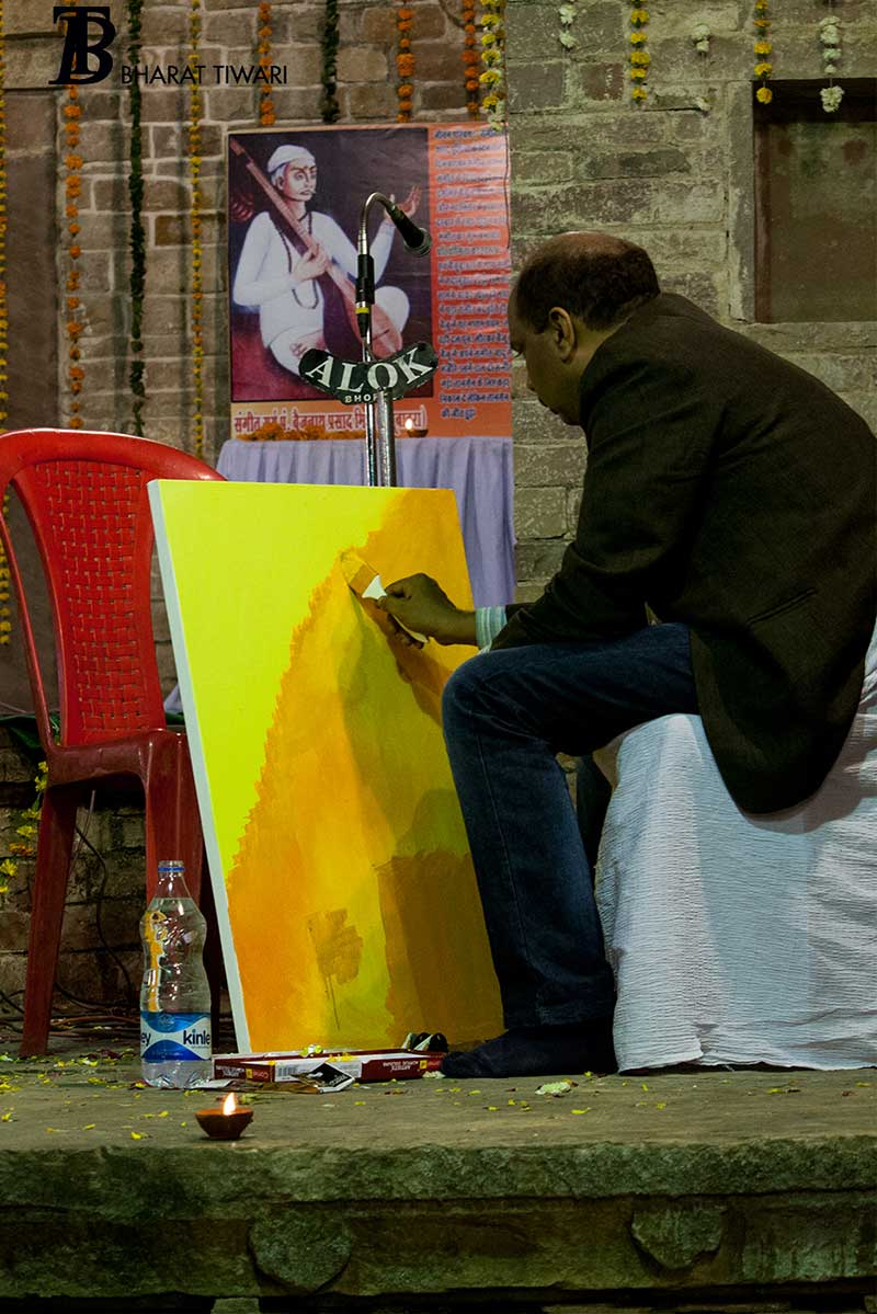 The editor's painting — Deo Prakash Choudhary at work —  Photo © Bharat Tiwari
