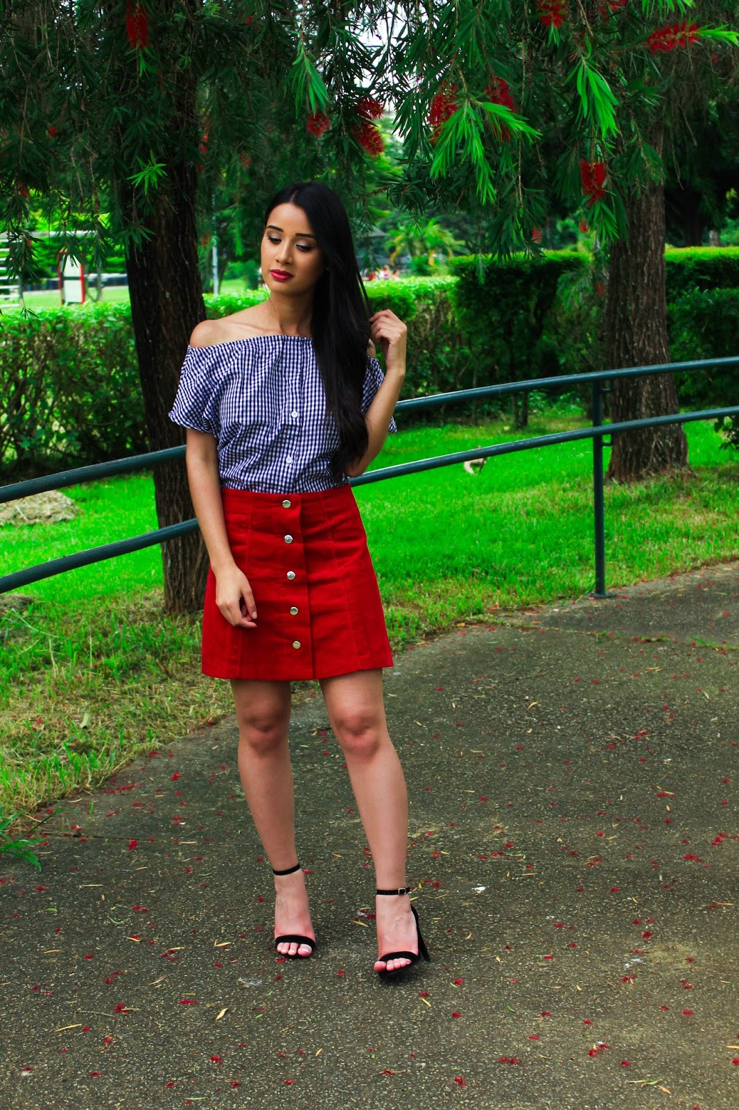 Look do Dia: Saia Vermelha + Blusa Ombro a Ombro