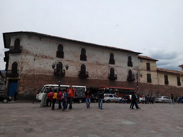 Edificio en Plaza de San Pedro, Cuzco
